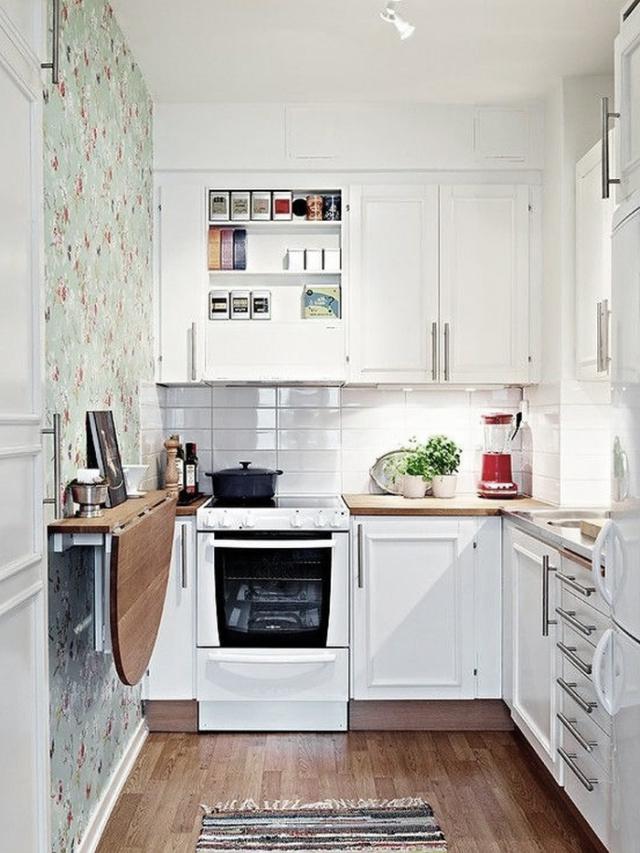 cocina-estrecha-suelo-madera